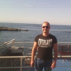 Парень ищу девушку для интима в Севастополе.