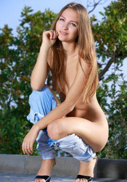 Адекватная и жизнерадостная девушка. Ищу мужчину в Севастополе, с кем просто и интересно провести время.