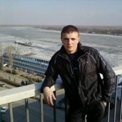 Парень встречусь с красивой и страстной девушкой, женщиной в Севастополе. Надеюсь ты будешь в чулках!